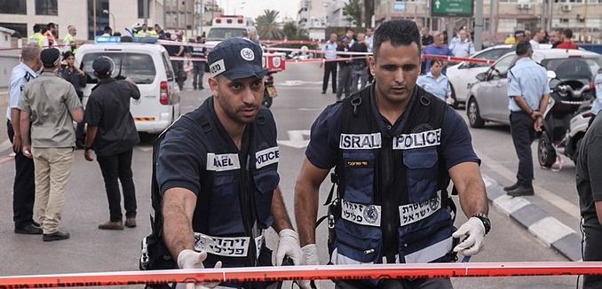 FeaturedImage_2015-11-19_Flash90_Tel_Aviv_Stabbing_F151008FFF22