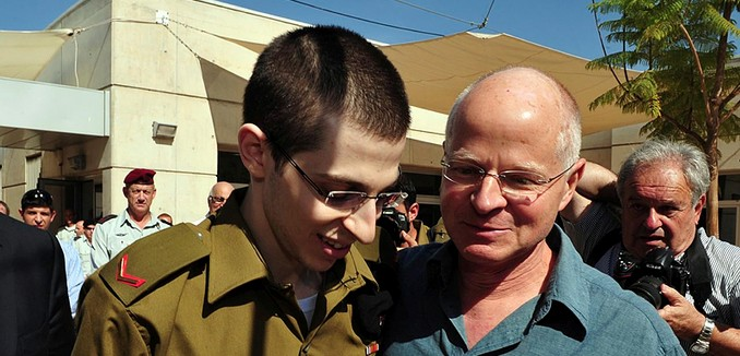 FeaturedImage_2015-12-31_Flash90_Gilad_Shalit