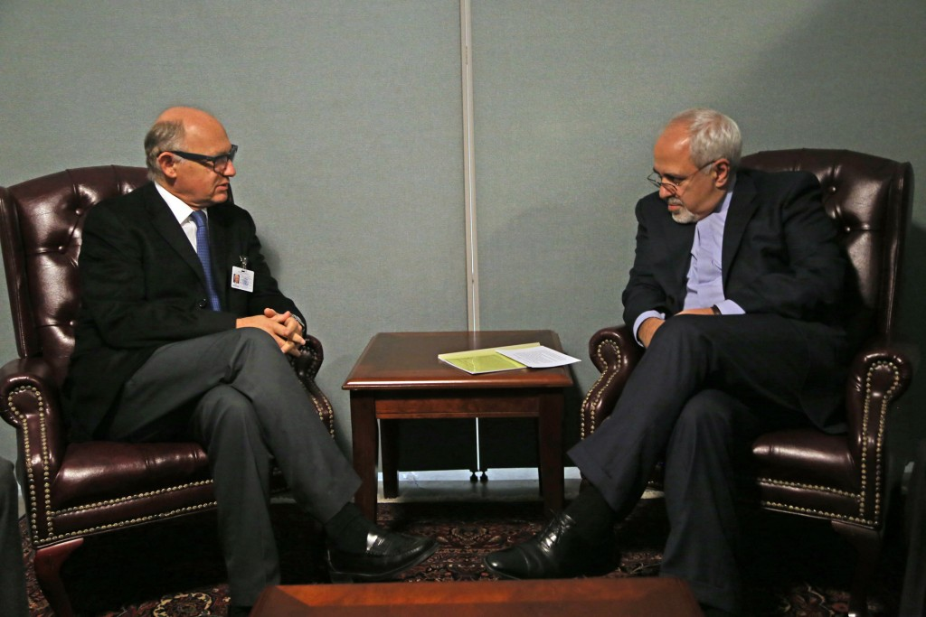 Then-Argentine Foreign Minister Hector Timerman meets with Iranian Foreign Minister Mohammad Javad Zarif at the United Nations building in New York, September 2013. Photo: russavia / Wikimedia