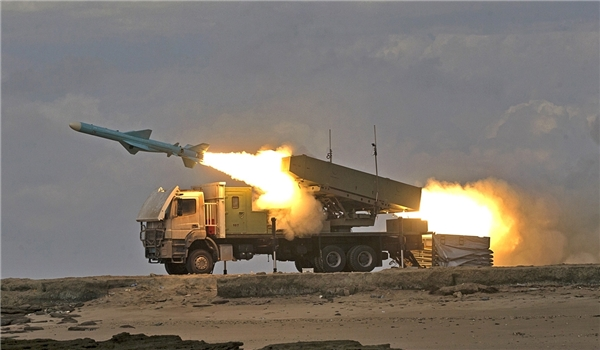 Iranian Naval forces successfully fired three home-made Nour coast-to-sea cruise missiles on the third day of wargames along the country's southeastern coast, January 29, 2016. Photo: Fars News Agency
