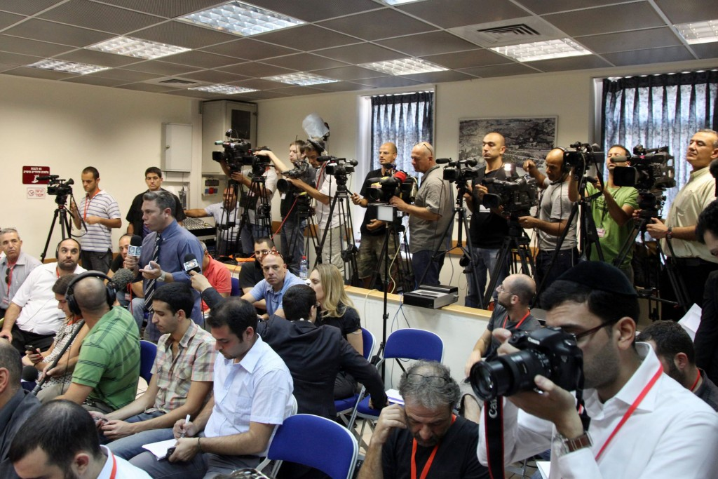 Reporters and photographers await a press conference held at the prime minister's office in Jerusalem, July 26, 2011. Photo: Mark Israel Sellem / Flash90