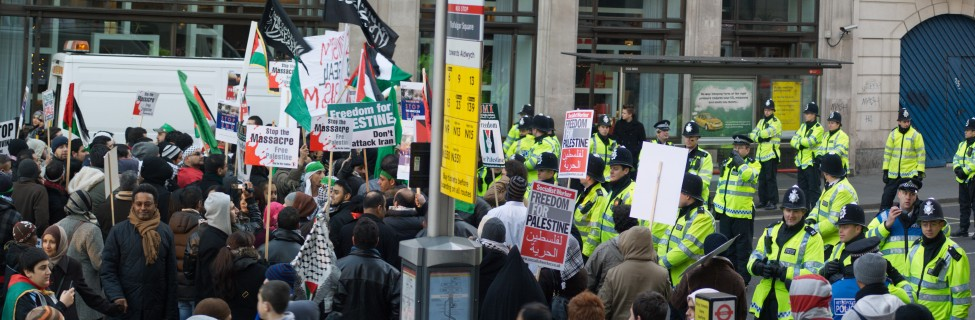 A pro-Palestinian rally in London organized by the Palestine Solidarity Campaign, Stop the War Coalition, and other groups, January 2009. Photo: Davide Simonetti / flickr