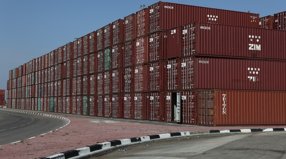 Shipping containers at the Haifa port. Photo: Yaakov Naumi / Flash90