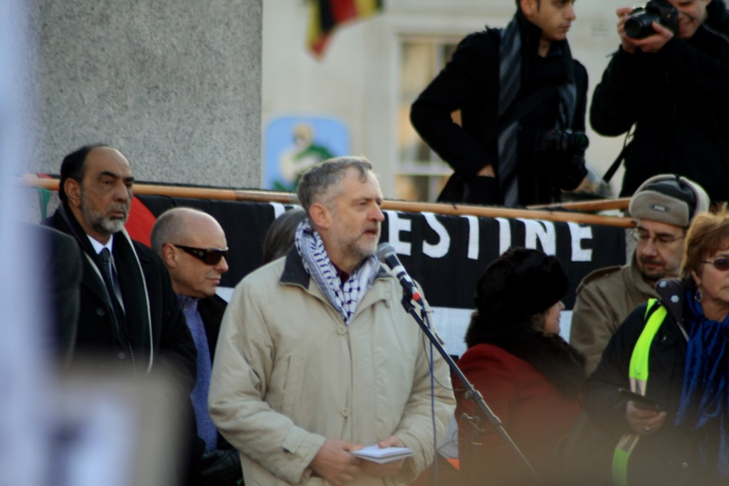 Jeremy Corbyn, now the leader of the British Labour Party, speaks at a pro-Palestinian rally in London's Trafalgar Square, January 2009. Photo: Davide Simonetti / flickr