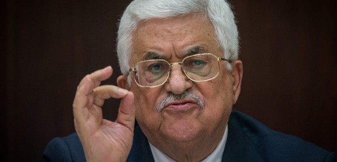 Palestinian president Mahmoud Abbas speaks as he meets with Israeli correspondents at the Muqata, the headquarters of the Palestinian Authority, in the West Bank city of Ramallah, on January 21, 2016. Photo by Yonatan Sindel/Flash90 *** Local Caption *** îå÷èòä øîàììä îçîåã òáàñ àáå îàæï