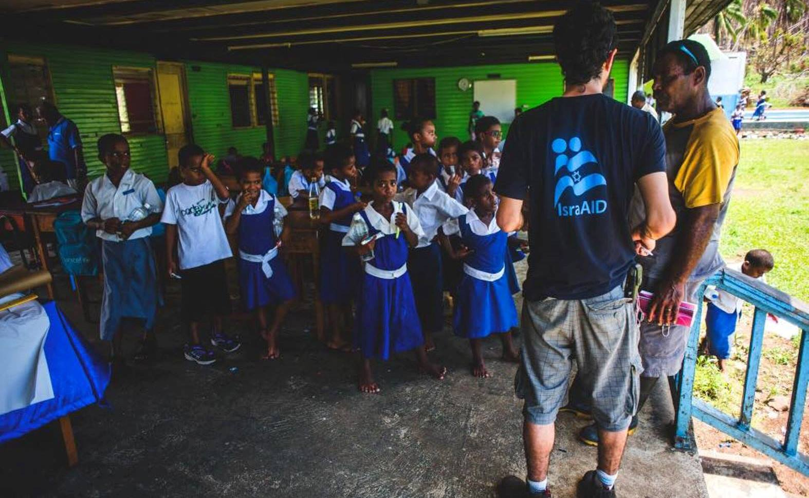 An IsraAID volunteer working with schoolchildren in Fiji.