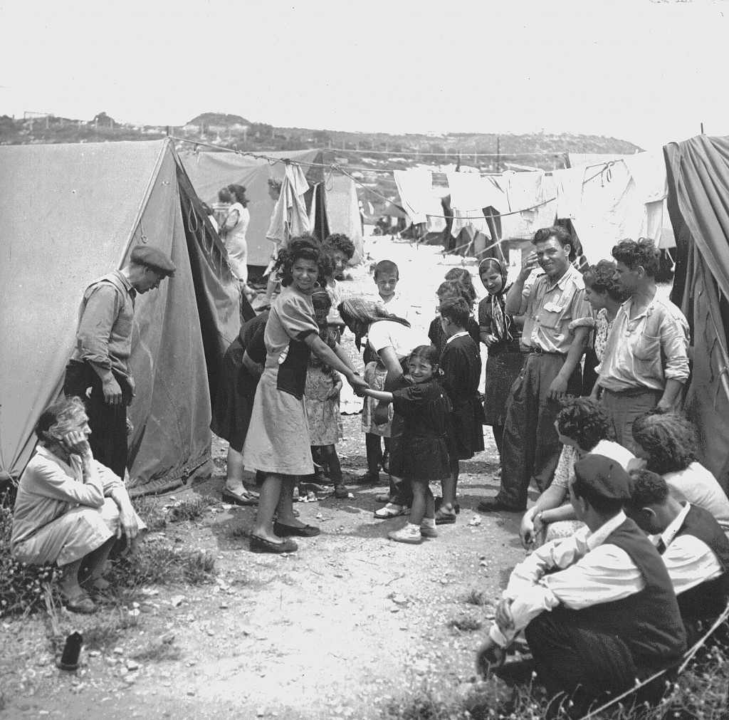 A ma'abara (refugee absorption center) in Israel, 1950. Photo: Jewish Agency for Israel / flickr