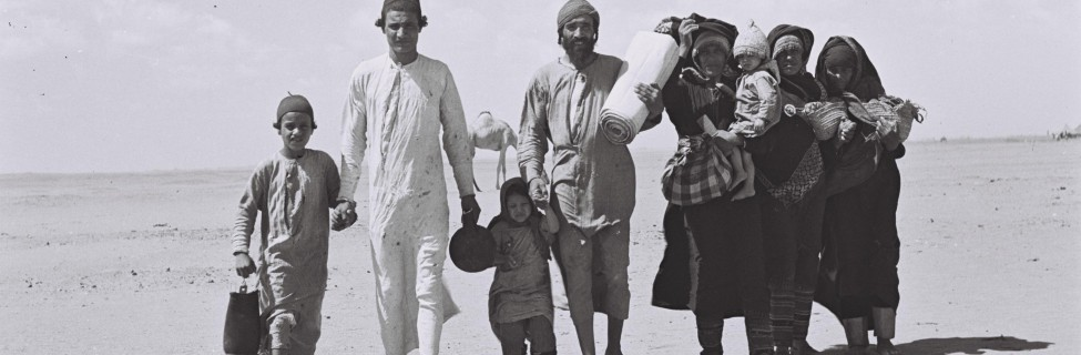 A Yemenite family walks to a camp in Aden on their way to Israel, 1949. Photo: Zoltan Kluger / Israel National Photo Archive / Wikimedia