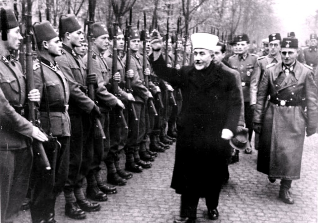 Haj Amin al-Husseini greets Bosnian Waffen-SS volunteers with a Nazi salute, November 1943. Photo: Bundesarchiv / Wikimedia