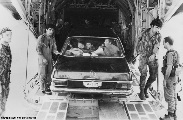 2016-07-03_IDF_Entebbe_Black_Mercedes.jjpg