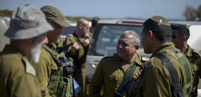 IDF Chief of Staff gadi Eisenkott visits General Staff of the Israel Defense Forces along with hundreds of Israeli soldiers attend a week long session of army drills, amongst them also navy and air force. June 22, 2016. Photo by Yahav Trudler/IDF Spokesperson *** Local Caption *** ????? ???? ???''? ????? ???? ???????