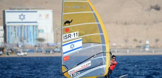 Shahar Zubari windsurfing