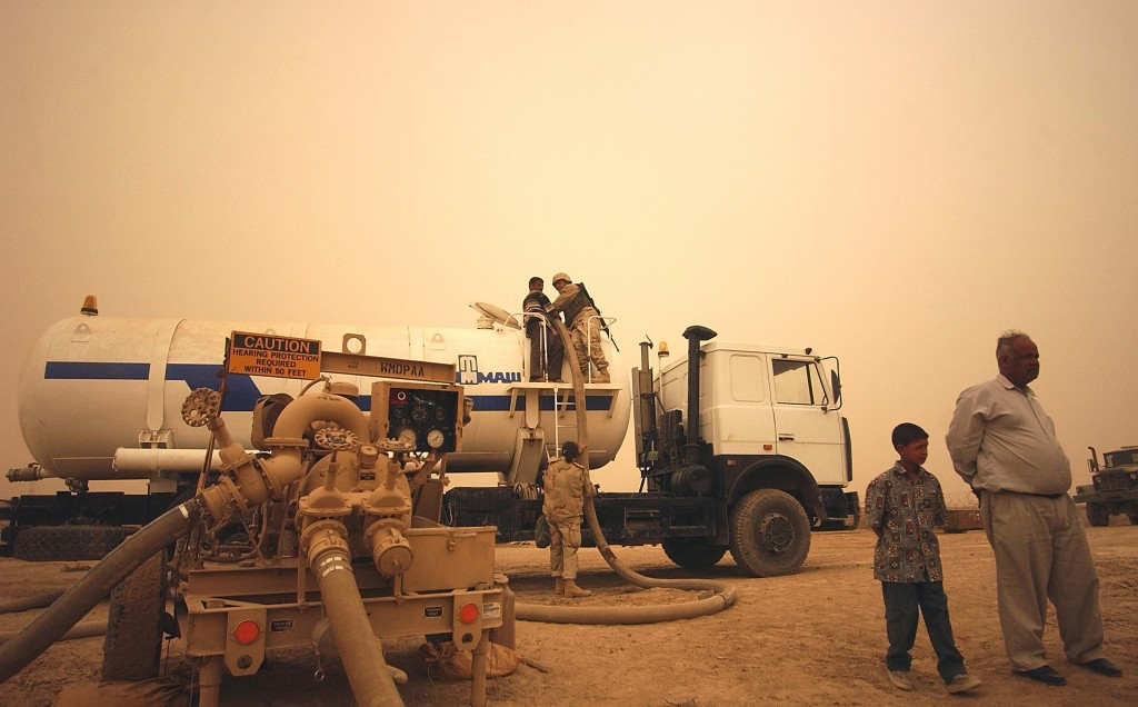 A water tanker gets filled up in an-Nasariyah, Iraq. Photo: SSGT Quinton T. Burris / U.S. Air Force / Wikimedia
