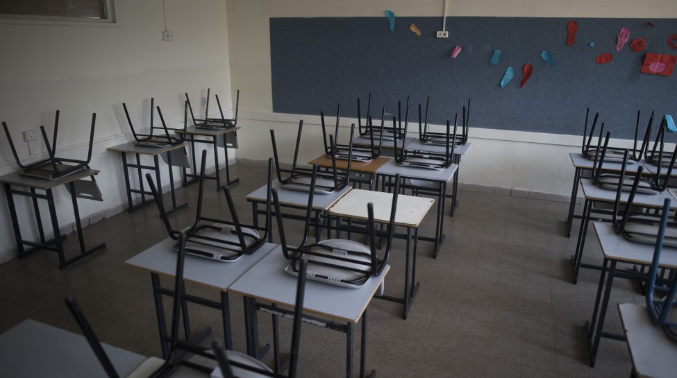 An empty classroom in Jerusalem. Photo: Yonatan Sindel / Flash90