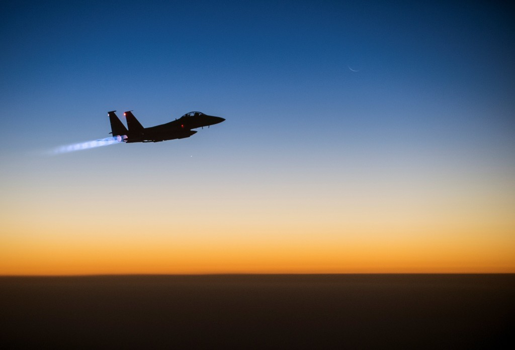 A U.S. Air Force F-15E Strike Eagle aircraft flies over northern Iraq after conducting airstrikes on Islamic State targets, September 23, 2014. Photo: Senior Airman Matthew Bruch / U.S. Air Force