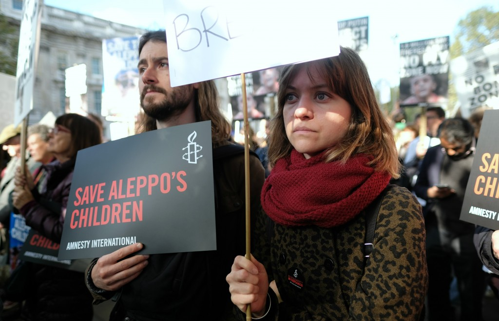 Hundreds of people gathered outside Downing Street October 22, 2015, to protest against the lack of Western action to secure a ceasefire in Aleppo or to prevent the continued bombing of civilians in East Aleppo by Russian and Syrian aircraft. Photo: Alisdare Hickson / flickr