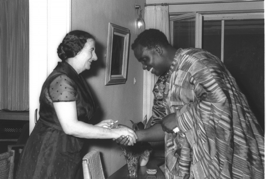 Israeli Foreign Minister Golda Meir meets with Ghanaian Trade and Industry Minister Batsio Ghanese at her home in Jerusalem, 1957. Photo: Moshe Pridan / GPO