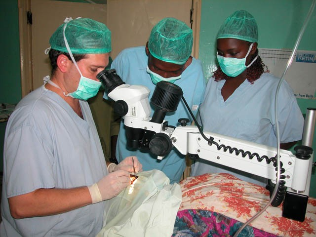 A MASHAV clinic teaches new techniques in eye surgery. Photo: MASHAV
