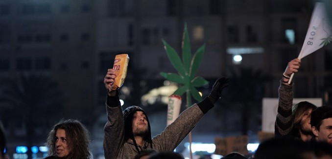 Thousands attend a rally in support of legalizing marijuana, held on Rabin square in tel Aviv on February 04, 2017. Photo by Tomer Neuberg/FLASH90 *** Local Caption *** ????? ???? ????????  ???? ????