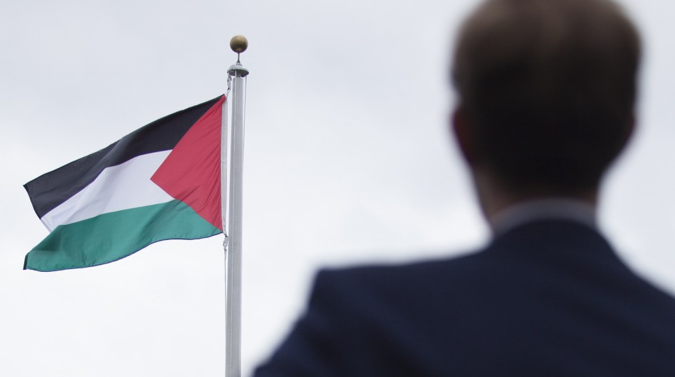 The raising of the Palestinian flag ceremony held at the United Nations headquarters in New York, USA, on September 30, 2015 in the city of Ramallah. Earlier in the week the UN General Assembly, by a two-thirds vote, adopted a resolution allowing the flags of Palestine and the Holy See -- both of which have non-member observer status -- to be hoisted alongside those of member states. Photo by Amir Levy/FLASH90 *** Local Caption ***  ??? ?????? ??''?