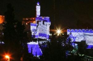 The city of Jerusalem. In the photo, the Tower of David and Jaffa Gate lit up at night.  äòéø éøåùìéí. áöéìåí, îâãì ãåã åùòø éôå äîåàøéí áìéìä.