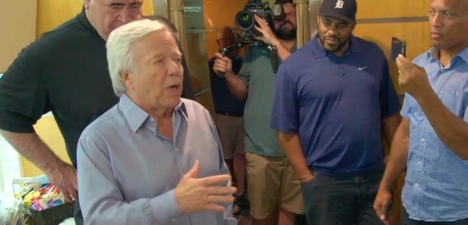 FeaturedImage_2017-06-16_111130_Patriots_Robert_Kraft