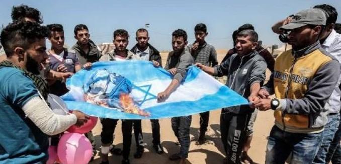 FeaturedImage_2018-04-13_113526_Twitter_Gaza_Burn_Israeli_Flags