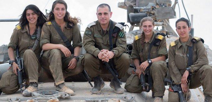 FeaturedImage_2018-06-28_Twitter_IDF_Female_Tank_Commanders_DgxwBIyX0AE6zgw