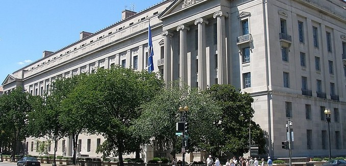 FeaturedImage_2018-08-21_WikiCommons_800px-U.S._Department_of_Justice_headquarters,_August_12,_2006