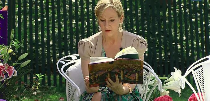 FeaturedImage_2019-01-10_WikiCommons_1024px-J._K._Rowling_at_the_White_House_2010-04-05_9