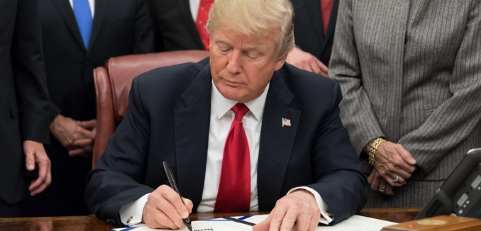 FeaturedImage_2019-01-16_WikiCommons_Donald_Trump_signing_legislation_2018